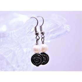 Hematiit roos  / nat. Pärl kõrvarõngad
