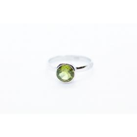 Oliviin sõrmus Hõbe 925; 2,1g